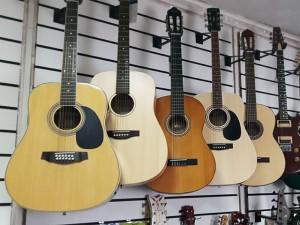 Акустические гитары и аксессуары для них в салоне Минотавр